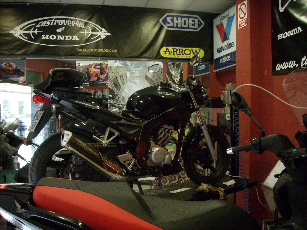 foto motos entrada taller de toda la vida